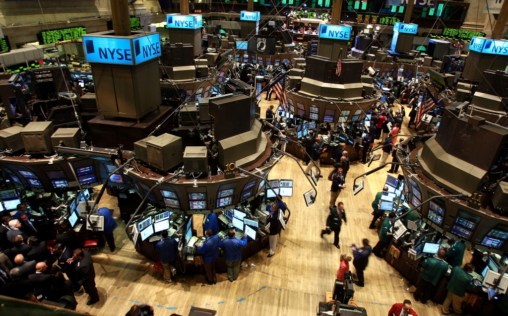 NEW YORK - AUGUST 15:  Traders works on the floor of the New York Stock Exchange (NYSE) August 15, 2008 in New York City. Stocks were up in morning trading on Wall Street as the strengthening U.S. dollar drove global commodity prices down.  (Photo by Spencer Platt/Getty Images)